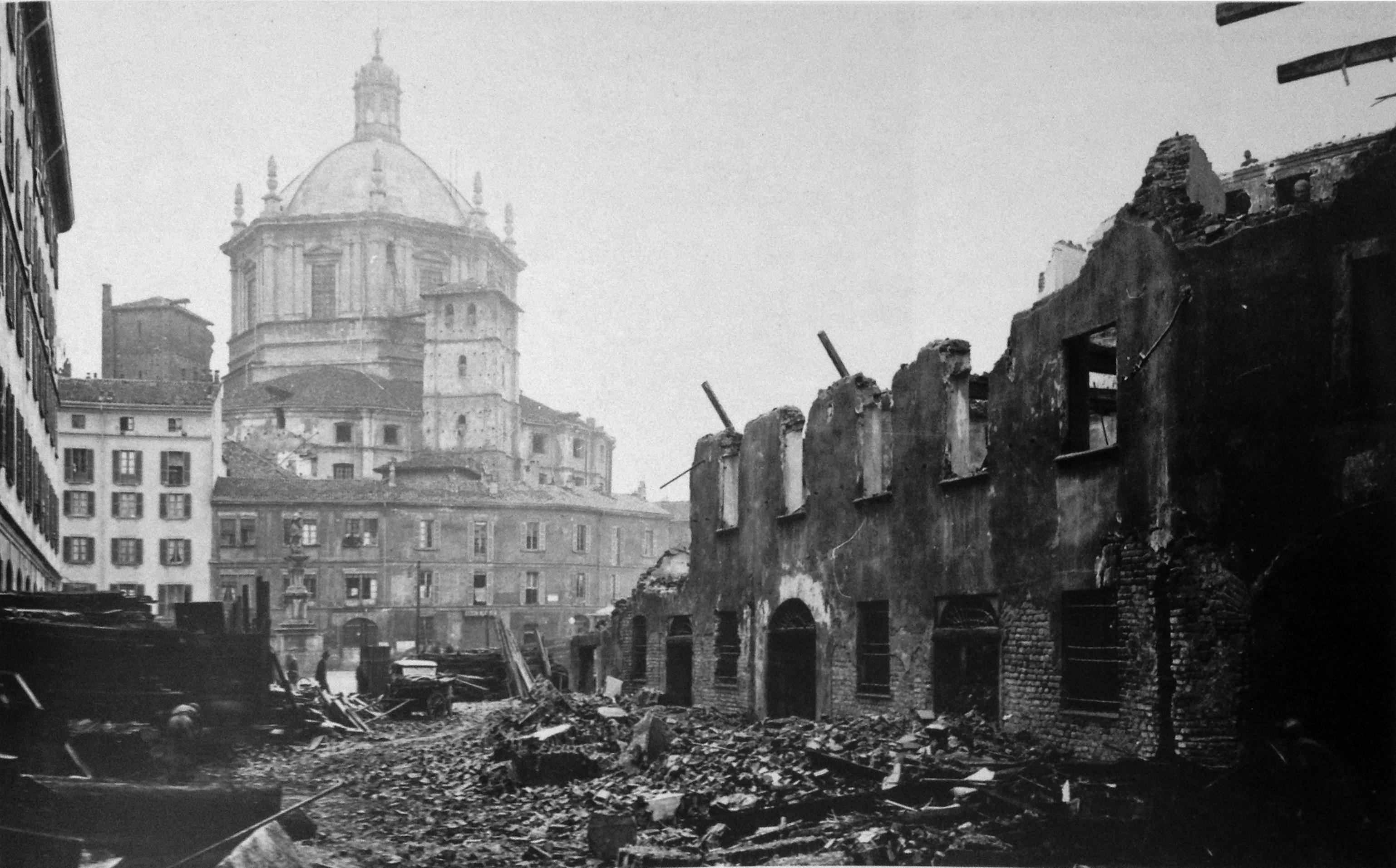 Le distruzioni dei bombardamenti della II Guerra Mondiale intorno alla Vetra