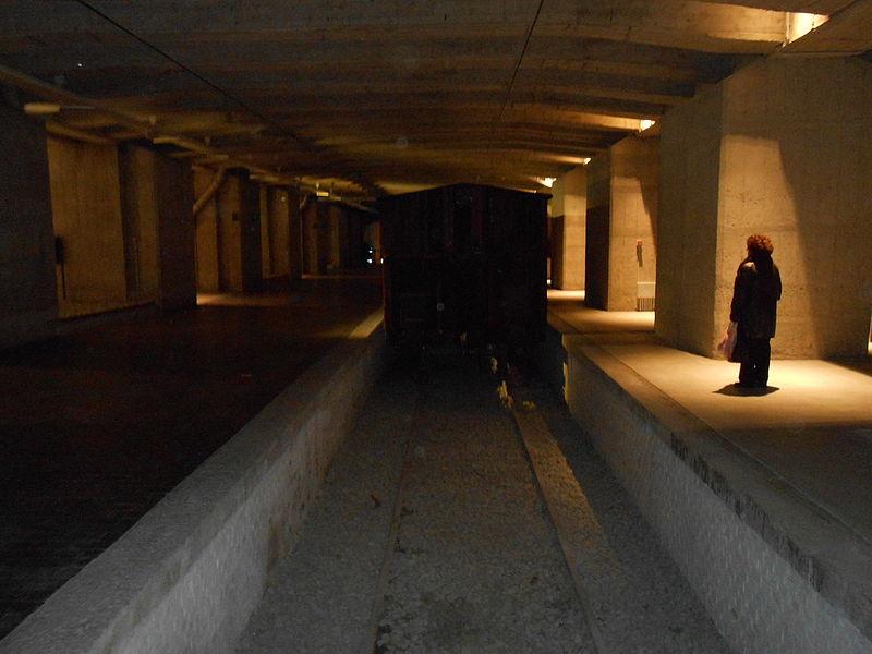 Il binario 21, all'interno del Memoriale, sotto la Stazione Centrale