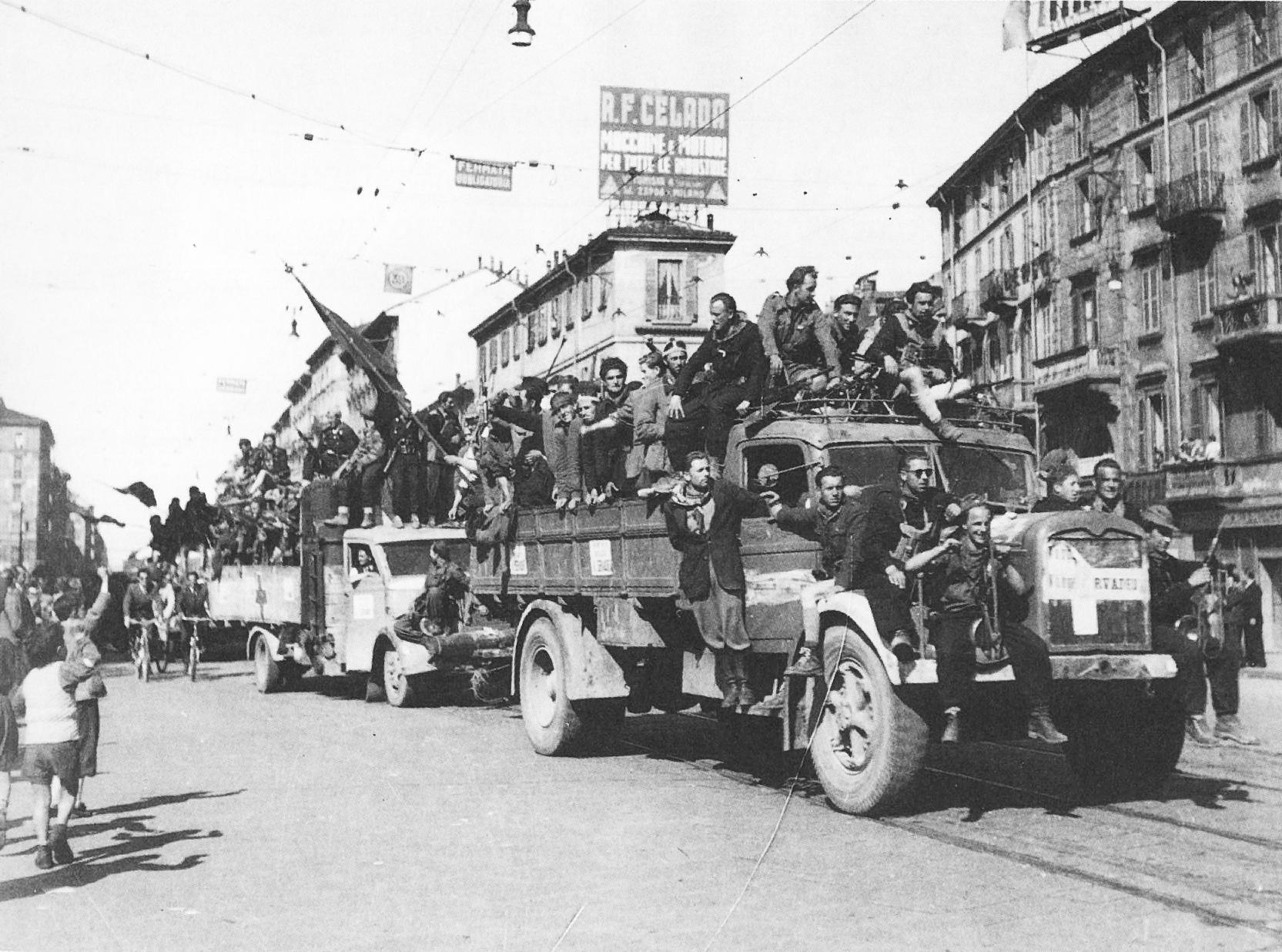 Festeggiamenti per l'ingresso delle colonne partigiane in Corso Buenos Aires