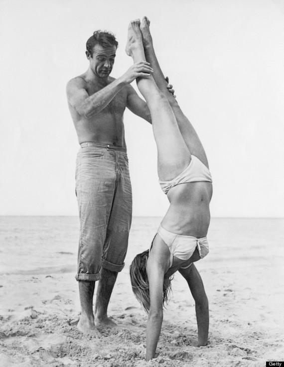 Sean Connery, 007 negli anni '60, faceva un figurone anche corredato di toupet pettorale!