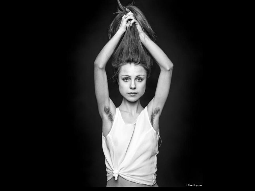 Uno degli scatti di Ben Hopper di ragazza-non-depilata