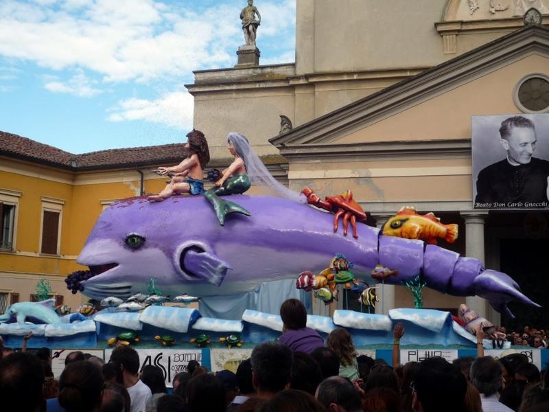 Uno dei carri allegorici della manifestazione a S. Colombano (photo Milanotoday)