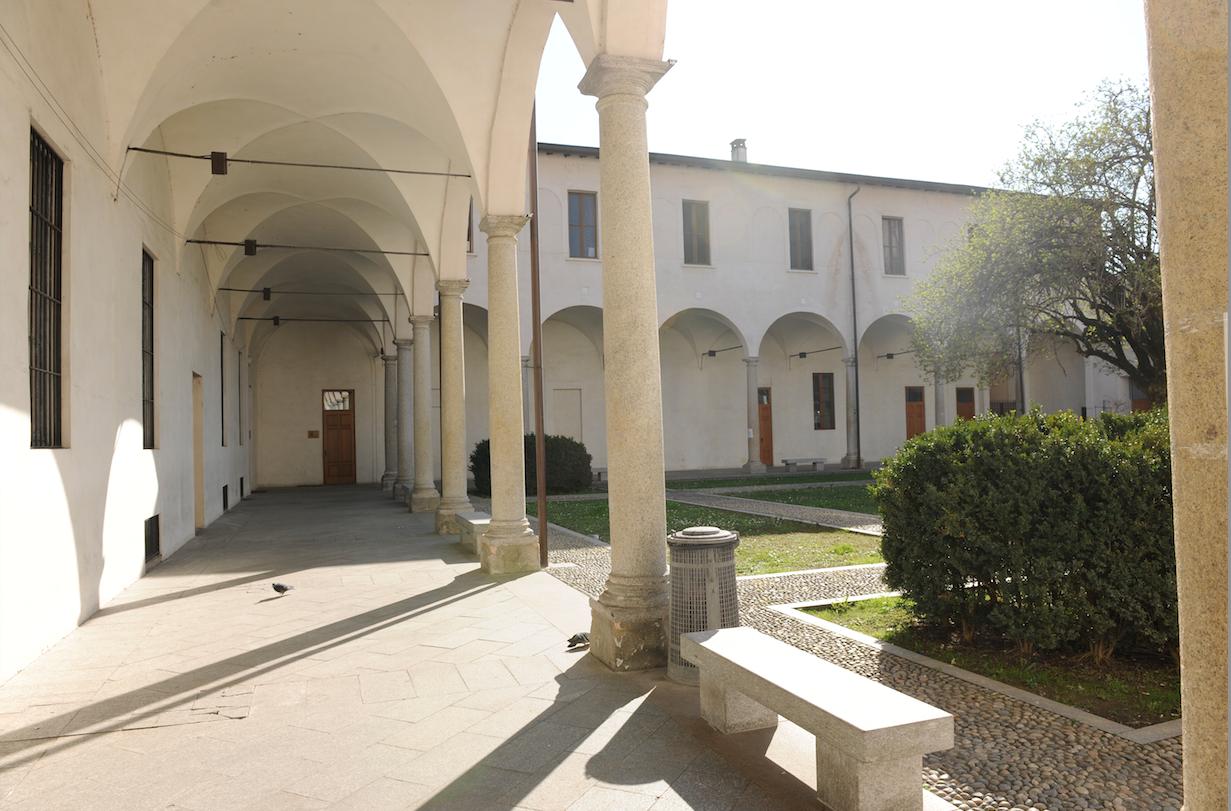 Via De Amicis 17- L'ingresso dall'ex convento (foto di Giacomo Artale)