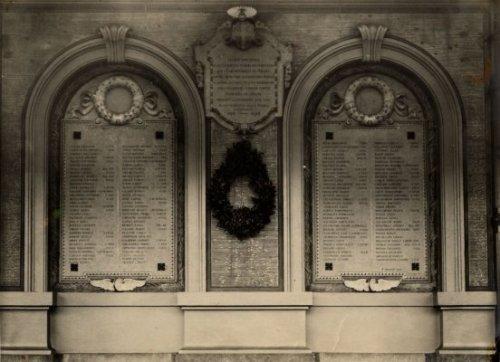 Monumento ai ferrovieri caduti durante la Grande Guerra -Stazione Centrale Monumento ai ferrovieri caduti durante la Grande Guerra -Stazione Centrale