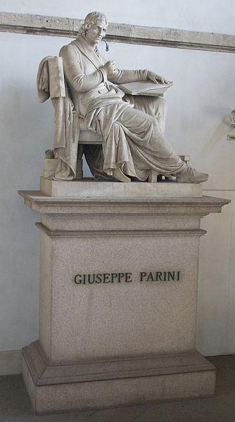 Statua di Giuseppe Parini presso uno dei passaggi del Palazzo di Brera.