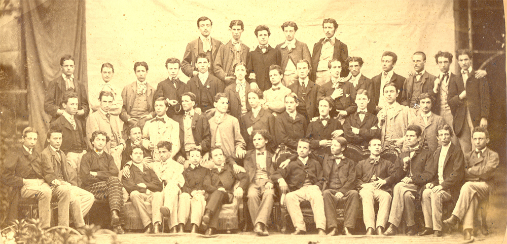 Foto di classe degli studenti del terzo corso al Liceo Parini, nel 1865.