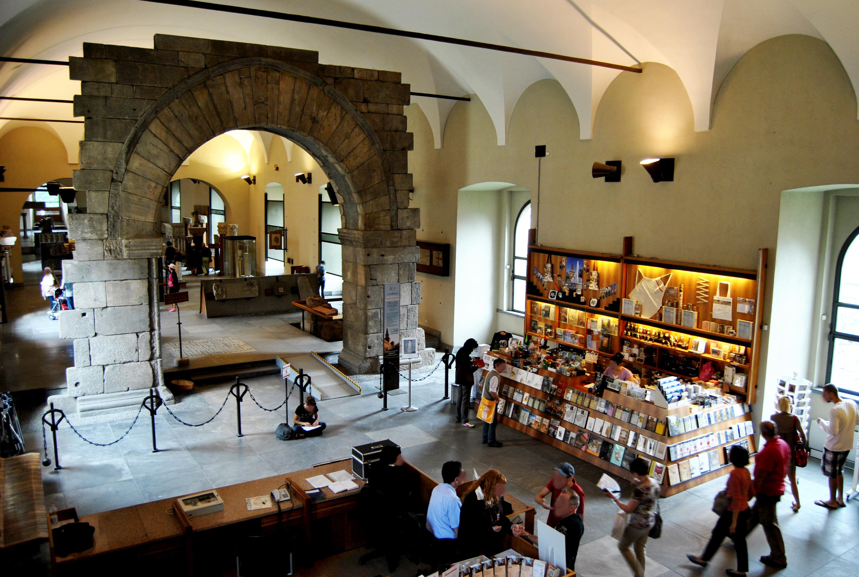 Pusterla dei Fabbri, all'ingresso del museo