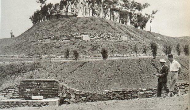 Il Monte Stella in fase di realizzazione, alla fine della II Guerra Mondiale.
