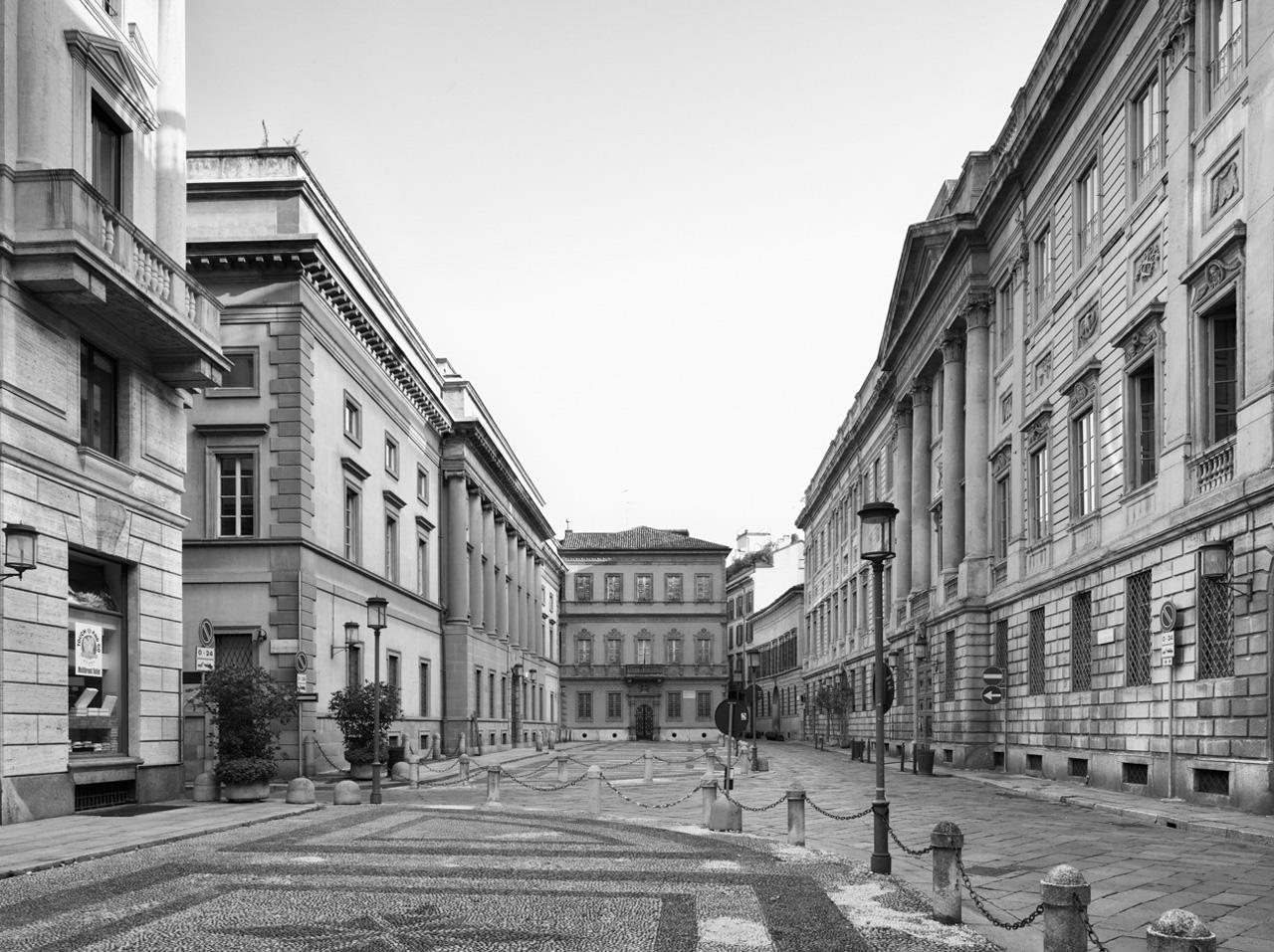 La settecentesca piazza Belgioioso con i palazzi nobiliari che vi si affacciano (foto gentilmente concessa da Marco Introini)