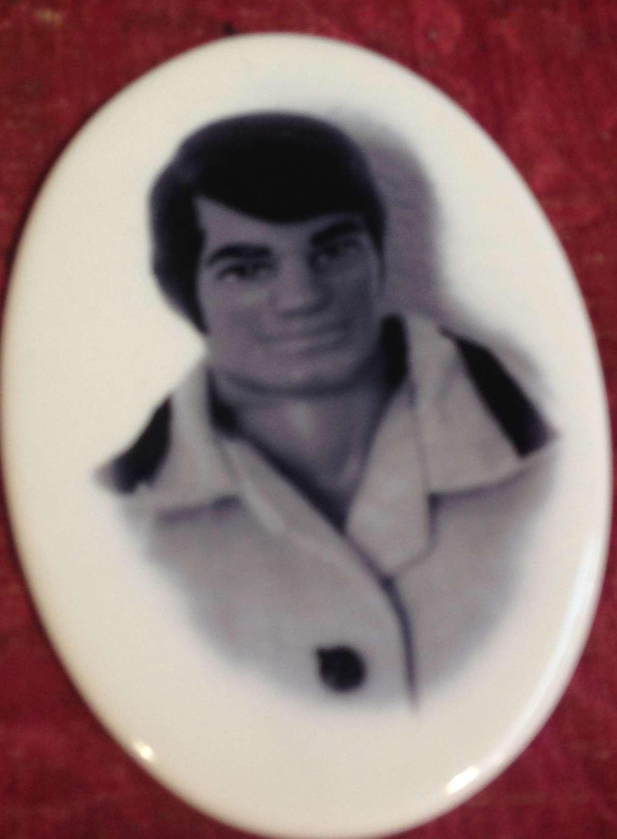 Una delle proposte più incredibili: una bancarella a tutto Big Jim, rappresentato persino con le foto-ceramica (quelle per il cimitero!!)