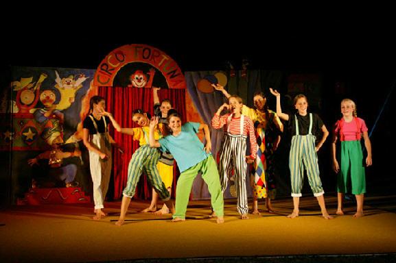 Ci vuole anche un bel corso di circo! così da grande...? (photo: circofortunach)