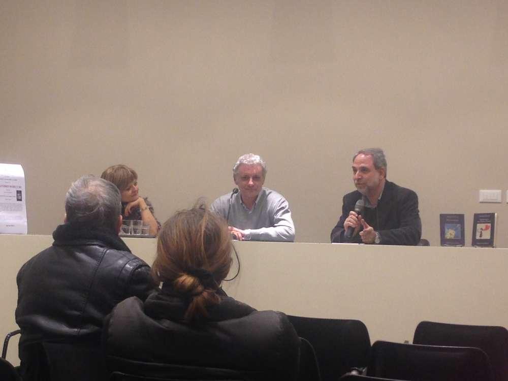 Samuele Bernardini presidente delle Librerie Indipendenti Milano, moderatore della presentazione insieme a Simona Menghini