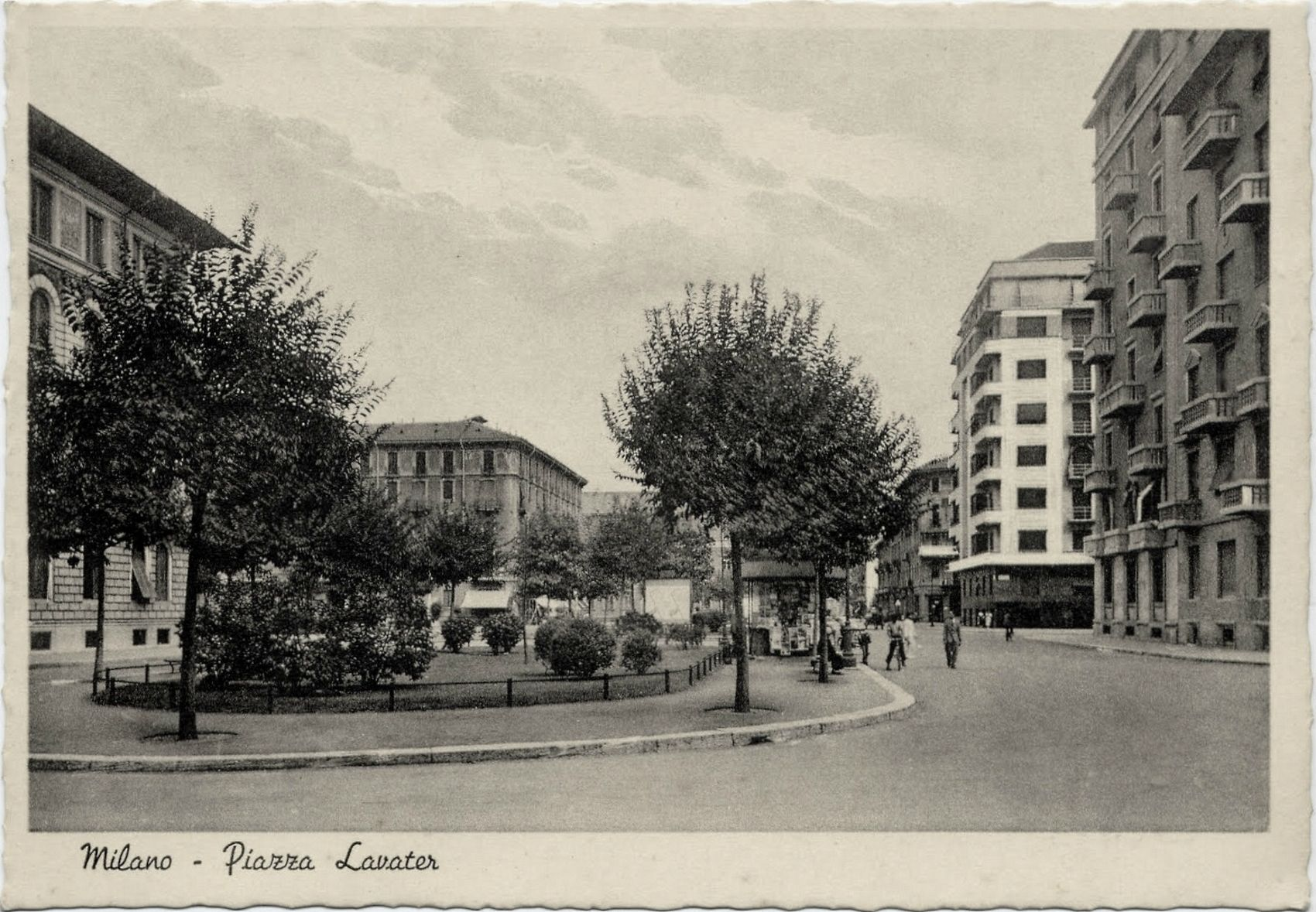 Piazza Lavater con la scuola Stoppani sullo sfondo nei primi decenni del XX sec.