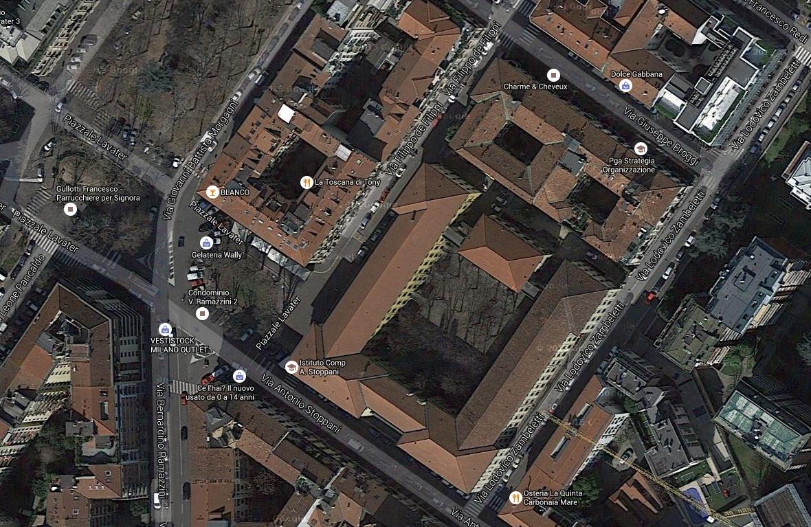 La scuola Stoppani costruita nel 1908 e testimone di tante vicende umane e storiche di Milano.