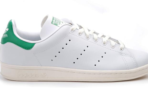 Le Stan Smith Adidas sono ai piedi dei bimbi fin da piccini, pazienza se il piedino cresce km in pochi mesi...