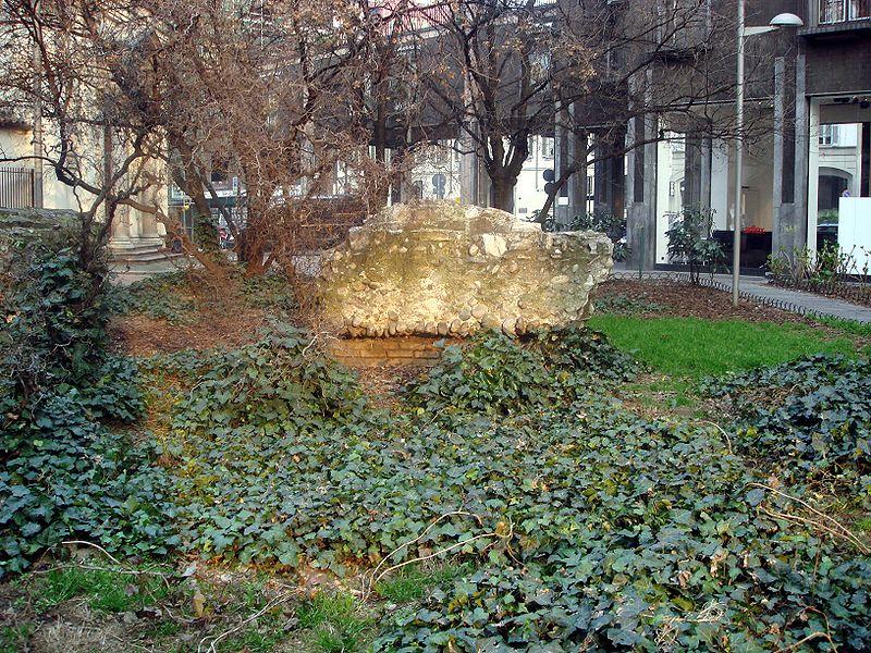 800px-2740_-_Milano_-_Avanzi_delle_Terme_Erculee_-_Foto_Giovanni_Dall'Orto,_22-Feb-2008