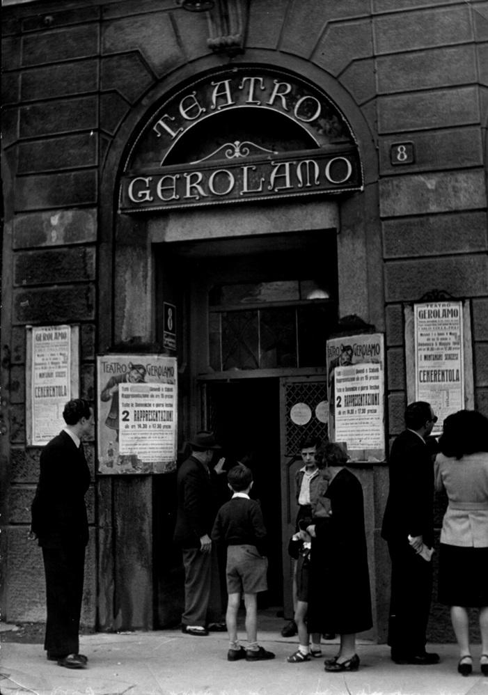 Ingresso del Teatro-Gerolamo da piazza Beccaria nel 1946.