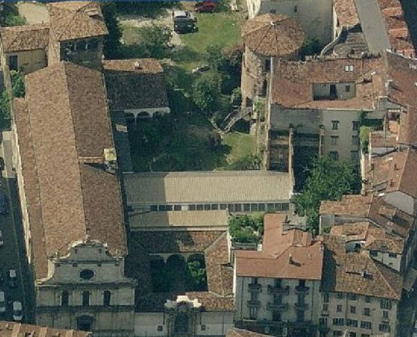 Il complesso del Monastero Maggiore oggi: la chiesa di S. Maurizio e il Civico Museo Archeologico.