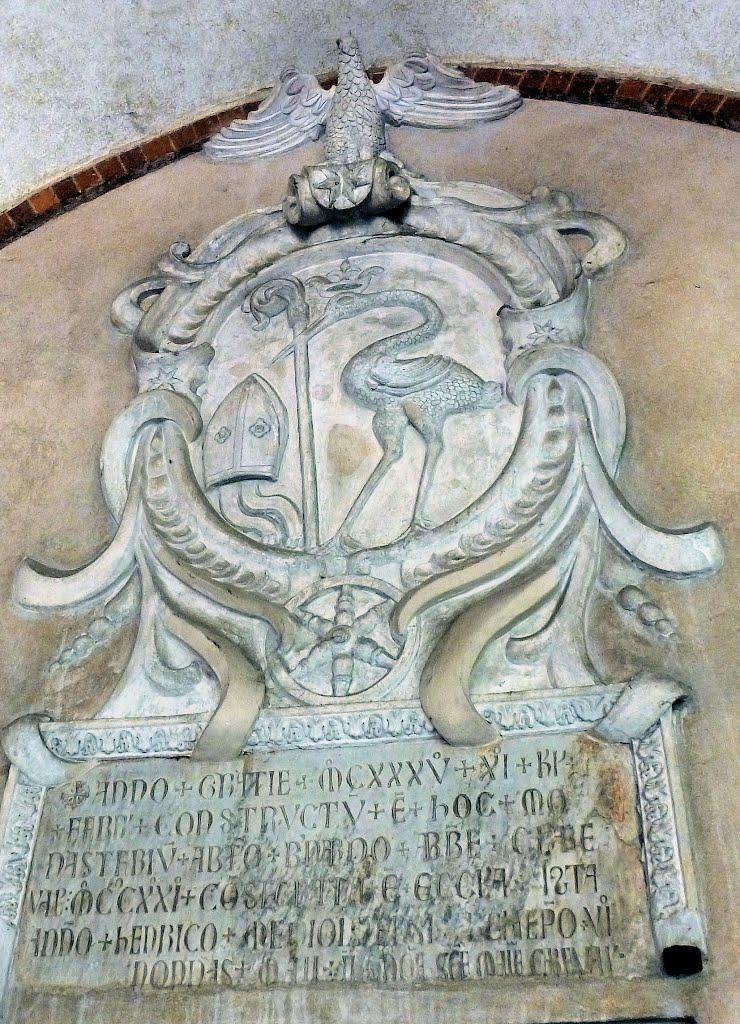 Lo stemma dell'abbazia di Chiaravalle.