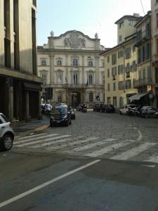 Per raggiungere il giardino nascosto dovete porre le spalle a Palazzo litta in Corso Magenta foto Robert Ribaudo)