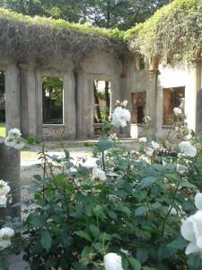 Ciò che resta del portico di Casa corio (foto Robert Ribaudo)