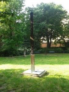 Il monumento alle vittime della strada di Arnaldo Pomodoro (foto di Robert Ribaudo)