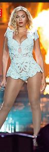 Beyoncé: qui si direbbe prima dei famosi 22 giorni di dieta, ma francamente credo ne potesse fare anche a meno. O no?