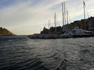 Vista di porto venere dal battello che porta a Palamaria (foto di Robert Ribaudo)