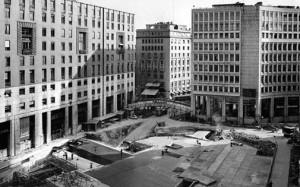 Piazza San Babila durante i lavori per la metropolitana. 1960 circa