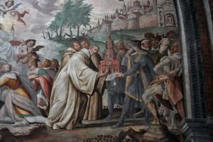 In controfacciata l'affresco dei Fiammenghini con la vista della città e la consegna dell'abbazia (foto Renzo Dionigi)