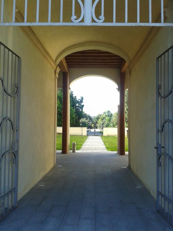 L'ingresso con la prospettiva sul parco (foto di Robert Ribaudo)