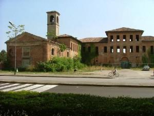 La villa prima dei lavori di restauro agli inizi degli anni 2000