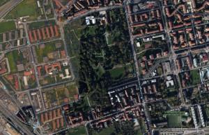 L'estensione del parco della Villa Scheibler oggi ( stretto tra l'edificio nobiliare in alto e la villa Caimi in basso)