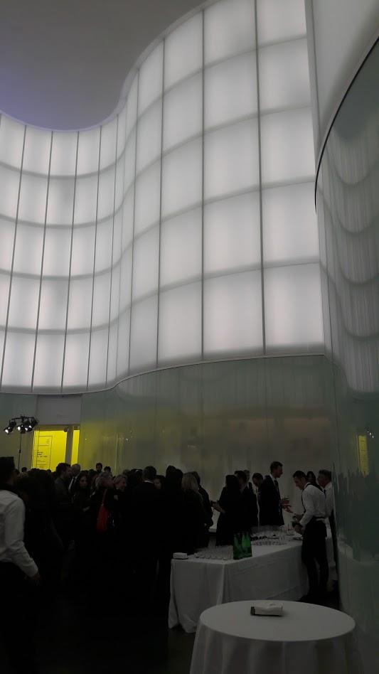 Il foyer del Mudec affollato durante l'inaugurazione