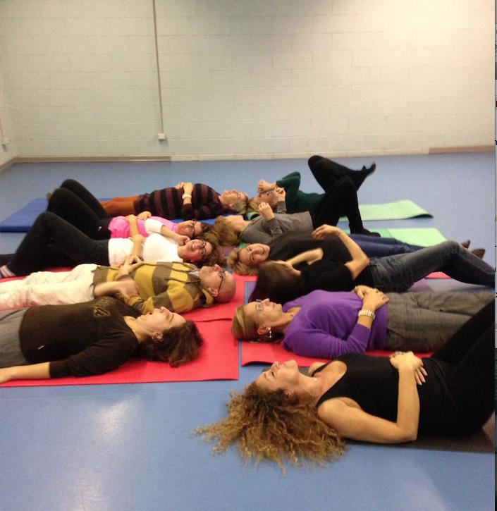 Una sessione di yoga della risata con Laura Biraghi