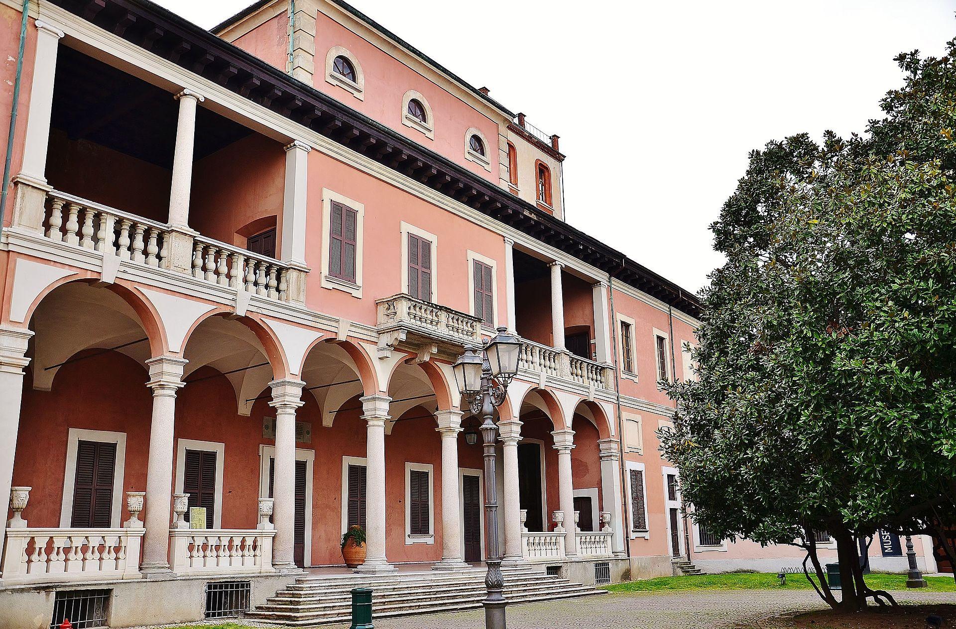 Villa_Ghirlanda_facciata_occidentale,_verso_via_Frova