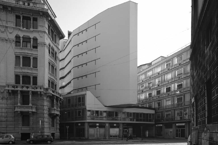 Complesso in Corso Italia di Luigi Moretti (foto di marco Introini)