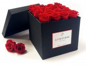 Un regalo da fare ma ancor più da dedicarsi anche da soli: le rose che restano per sempre dall'aspetto fresco e profumato (da antichefragranze.com)... a prova di amori che invece possono sfiorire!