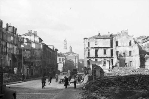 La Vetra bombardata all'altezza dell'attuale Via De Amicis