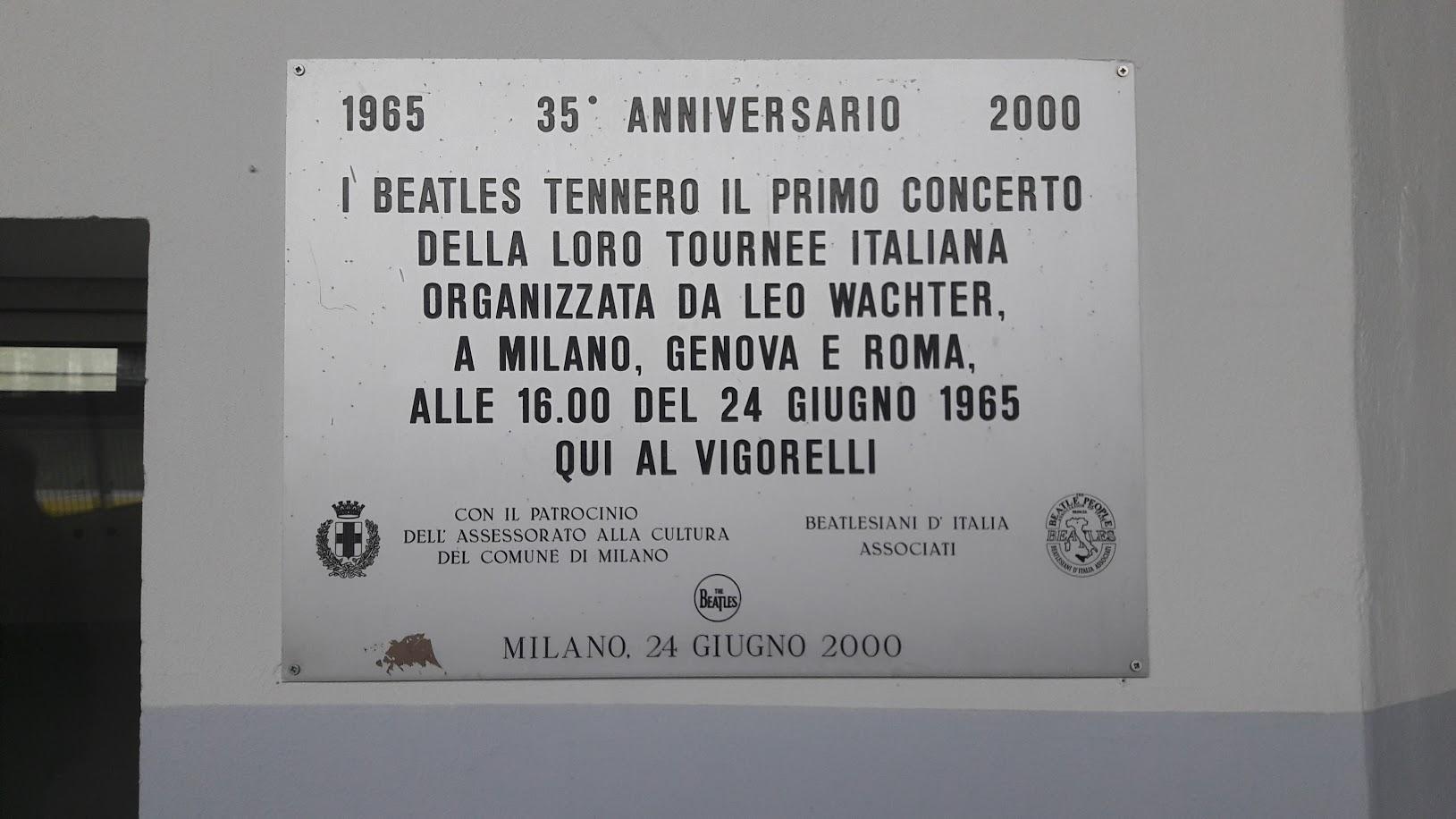 Targa commemorativa all'interno del Vigorelli (fotografia di Robert Ribaudo)