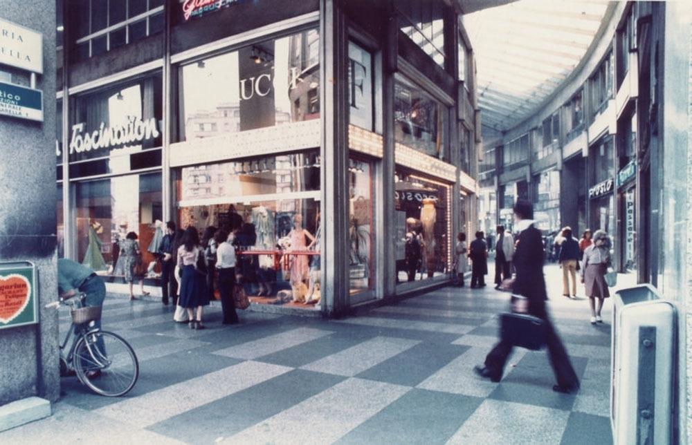 Il negozio di Piazza San Babila a Milano, come lo ricordiamo in molti (photo: nssmag.com)