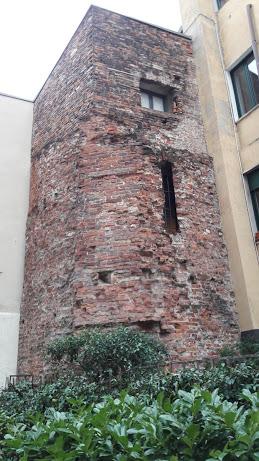 la torre come si presenta in esterno (foto di Robert Ribaudo)