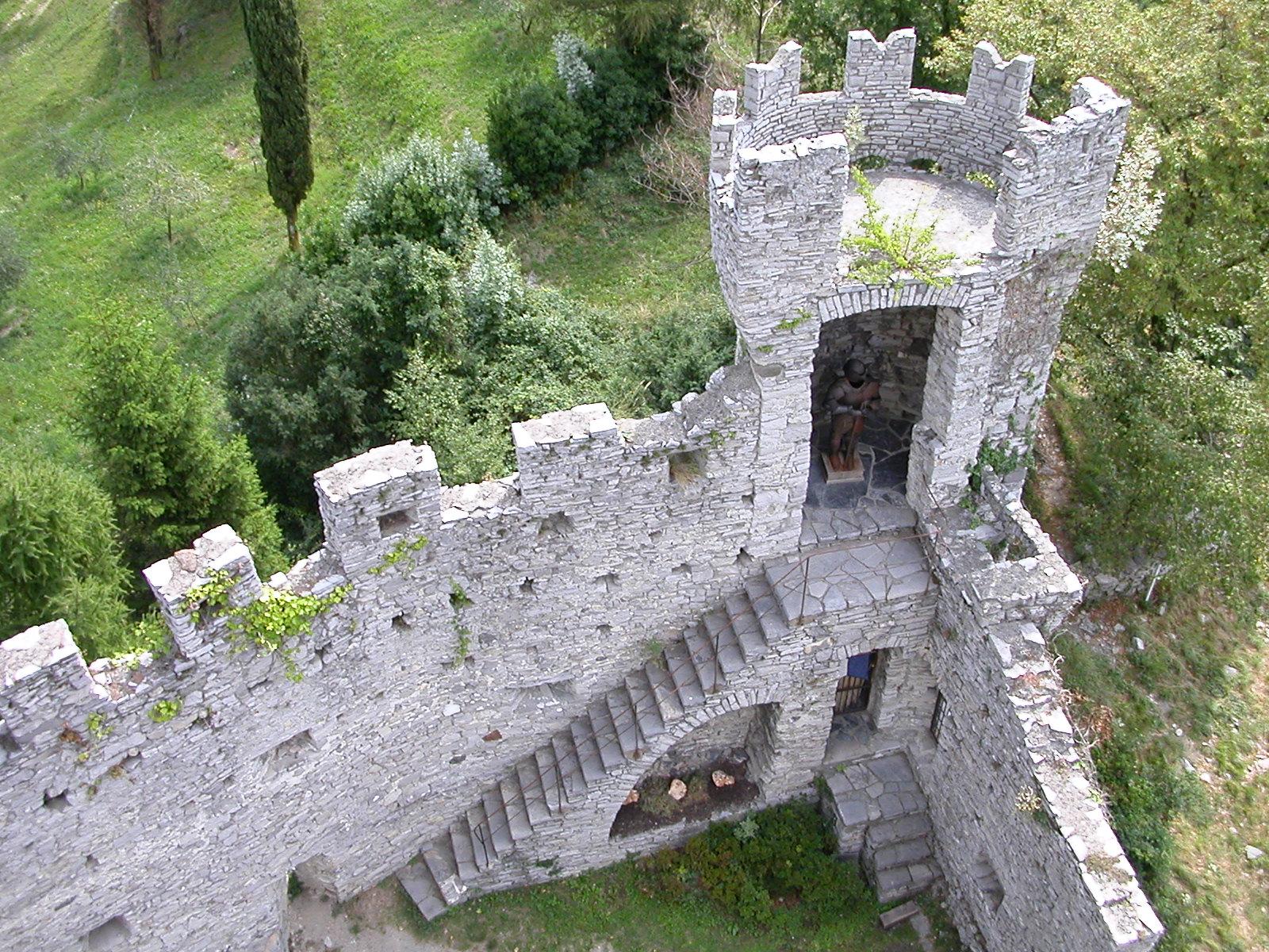 Little_tower_castle_Vezio