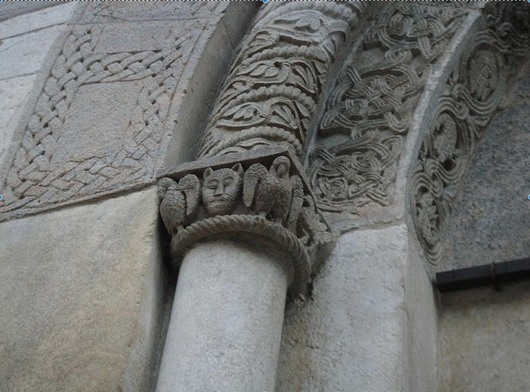 Fregio di uno dei portali di Sant'Abbondio a Como
