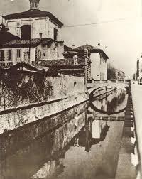Il ponte dei morti (demolito) sopra il Naviglio e la sua porta, ancora esistente