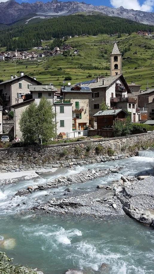 Le placide acque dell'Adda oggi nei pressi della località S. Antonio di Valfurva (foto di Robert Ribaudo)