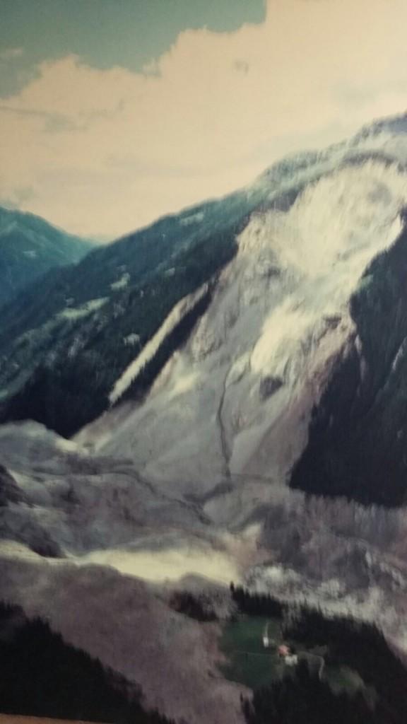 Una vecchia foto della frana del monte Cappellaccio