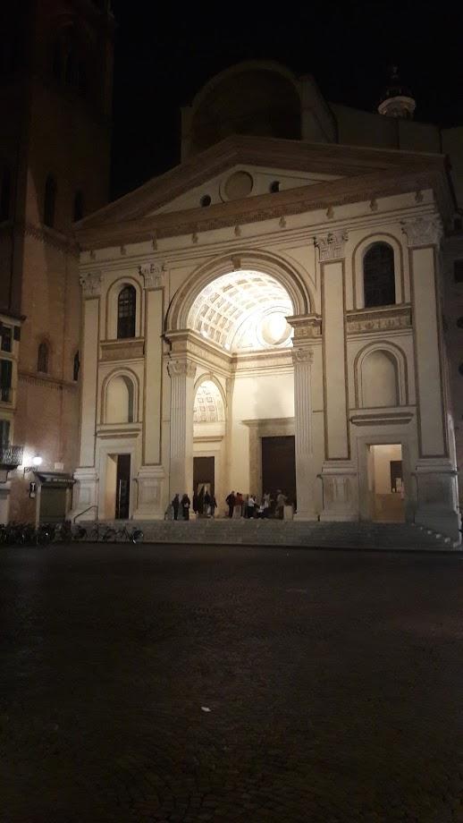 La Basilica di S. Andrea (foto di Robert Ribaudo)