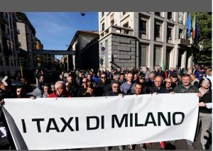 Nell'immagine una delle tante manifestazioni indette dai tassisiti di Milano, come quella di martedì scorso