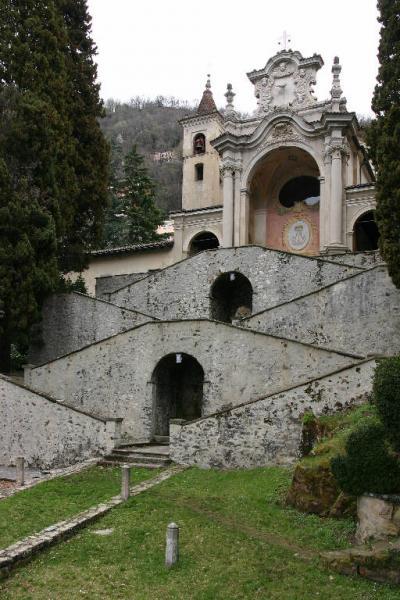 La controriformistica facciata del Santuario di S. Maria dei Ghirli a Campione